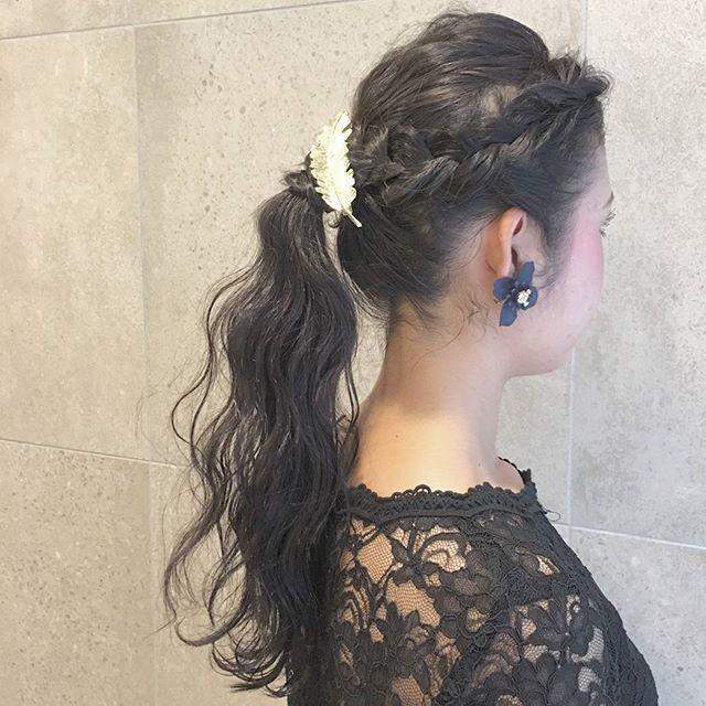 編み込み前髪のオールバックポニーテール