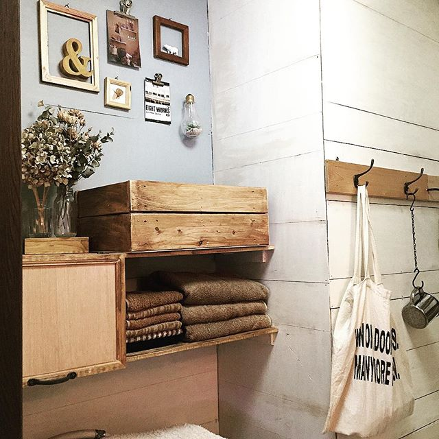 手作り感がポイントになる壁面収納