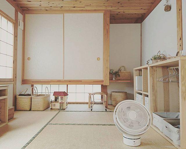 木目とカゴで作る優しい雰囲気の和室