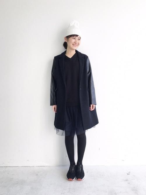 黒コート×ネイビーチュールスカート冬コーデ