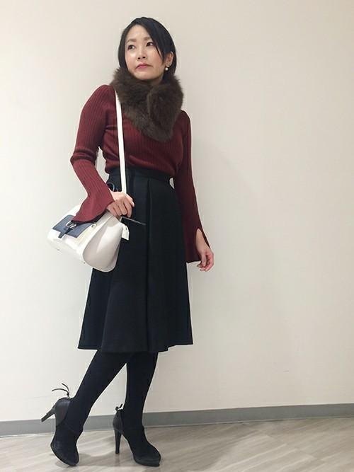 ボルドーニット×黒スカート
