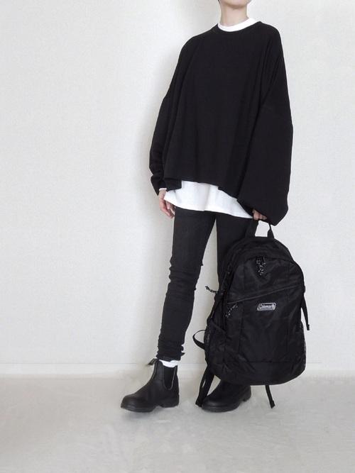 黒トップス×スキニーパンツの冬コーデ