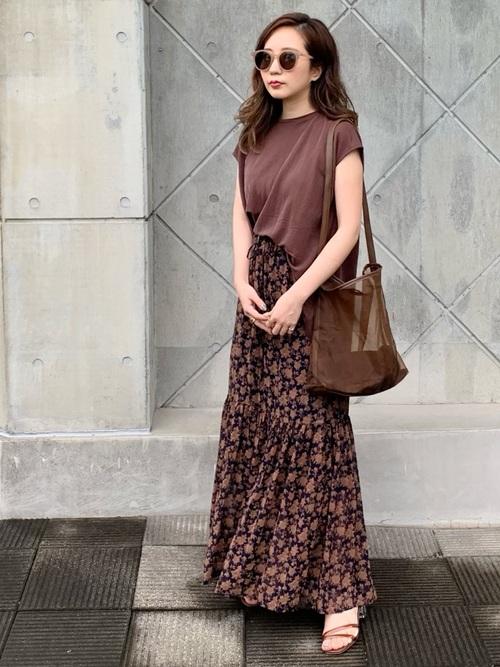 GUTシャツ×スカートの30代プチプラコーデ