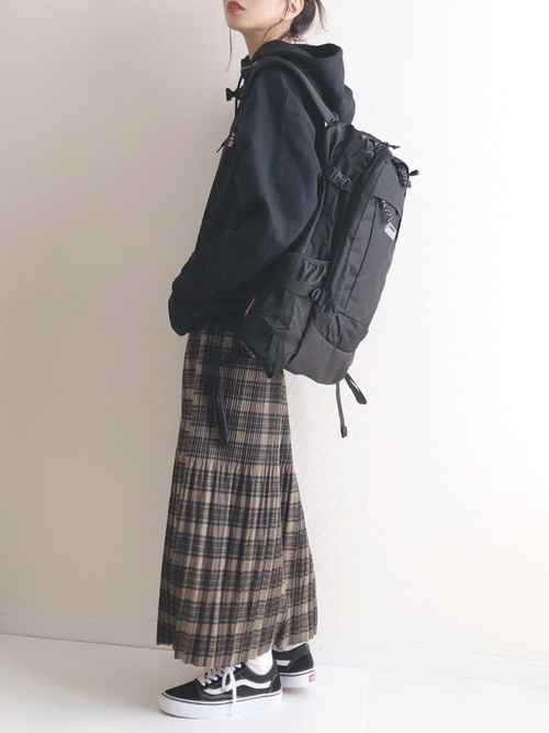 パーカー×チェックプリーツスカートの冬コーデ