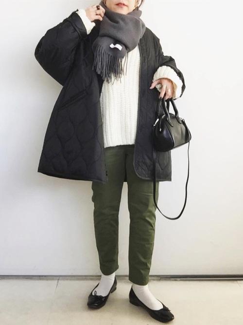キルティングコート×カーキパンツの冬コーデ