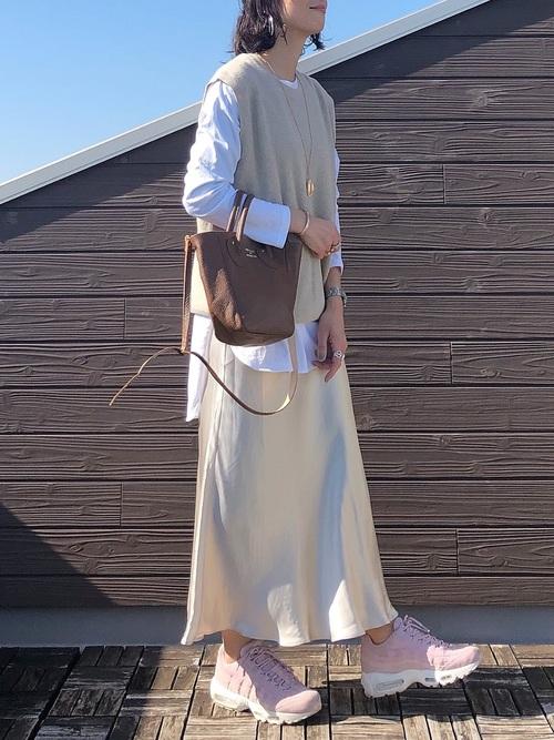 エアマックス95×サテンスカート