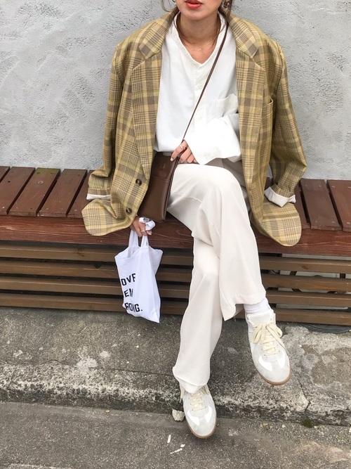 ジャケット×白バンドカラーシャツの冬コーデ