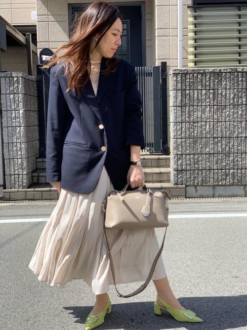 紺ジャケット×ロングスカートのママコーデ