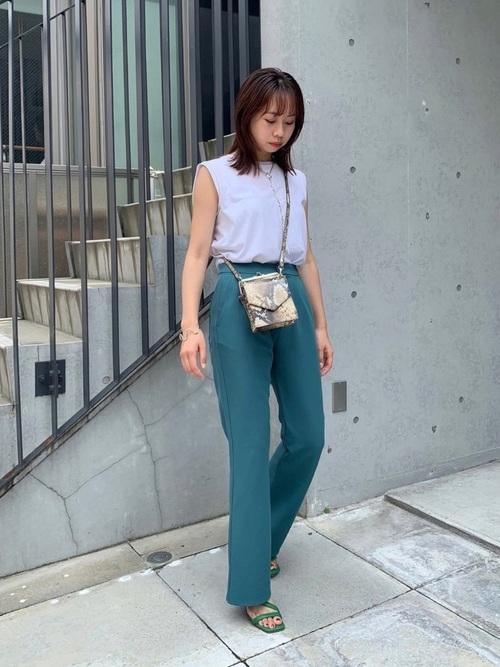 ノースリ×パンツのレディースファッション