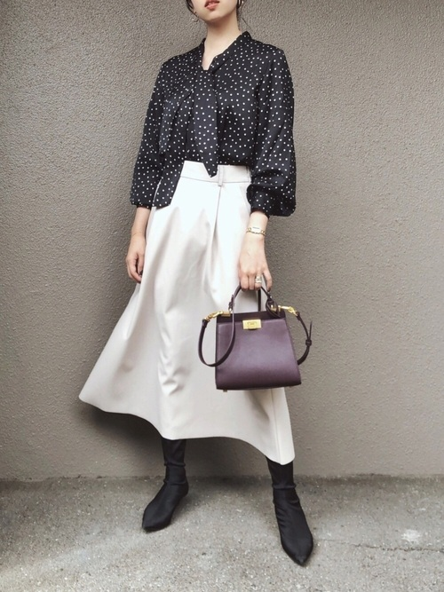 GUのフェイクレザーフレアスカート