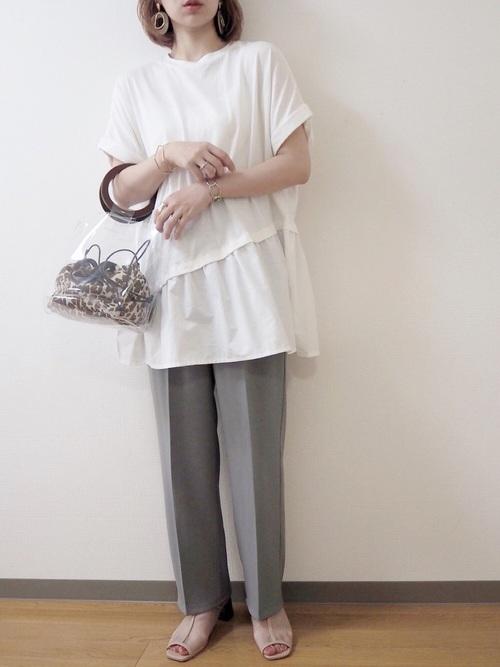 白Tシャツ×水色センタープレスパンツコーデ