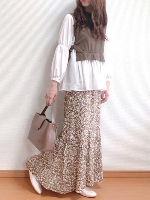 しまむらベージュ花柄スカート