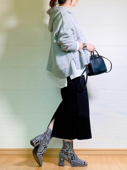 グレーパーカー×スカートの冬プチプラコーデ