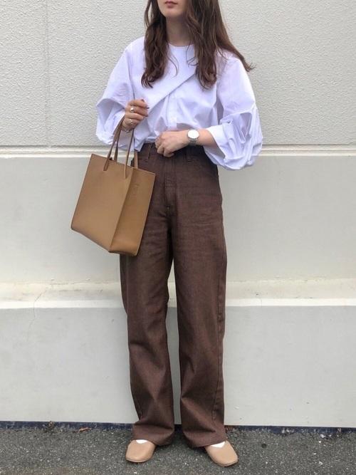 ユニクロ茶色パンツ
