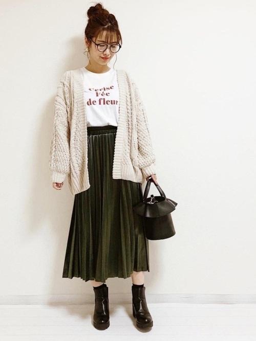 カーディガン×緑スカートの冬プチプラコーデ