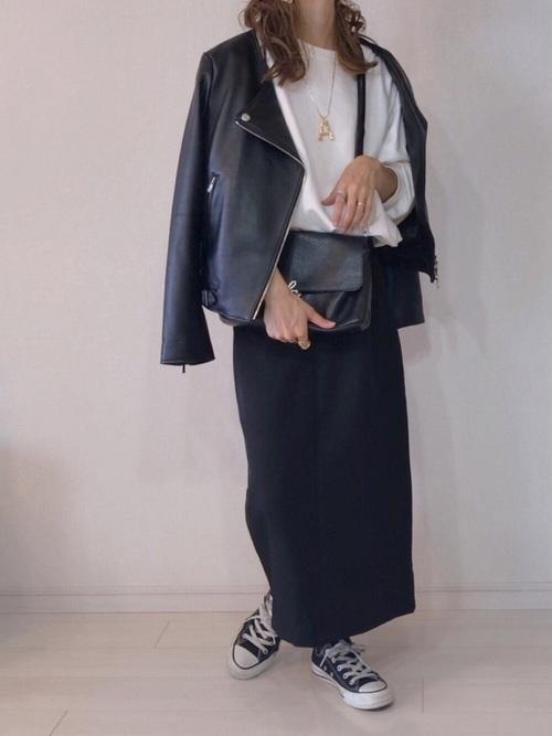 バックゴム仕様スリット入りタイトスカート
