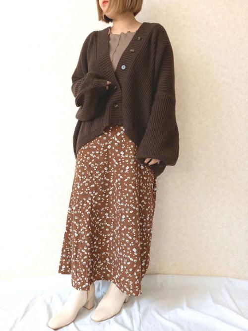 しまむらのブラウン花柄スカート