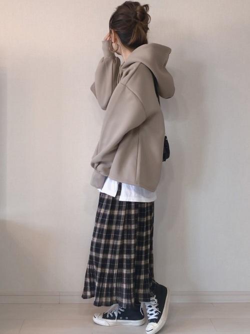 パーカー×チェックプリーツスカート