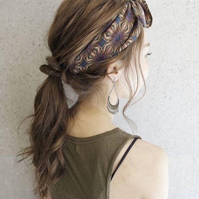 シンプルなワンピースに似合う髪型