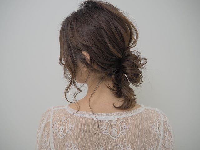 ミディアム×フェミニンなまとめ髪