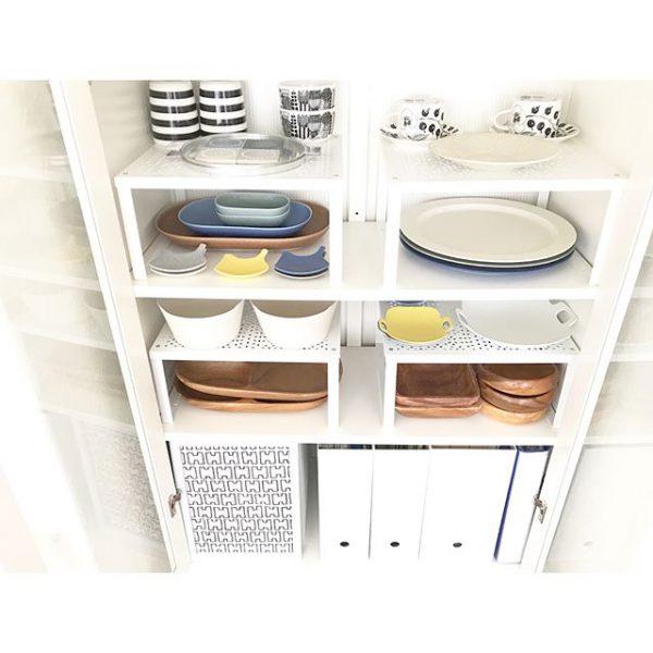 収納雑貨を棚のデザインに合わせる