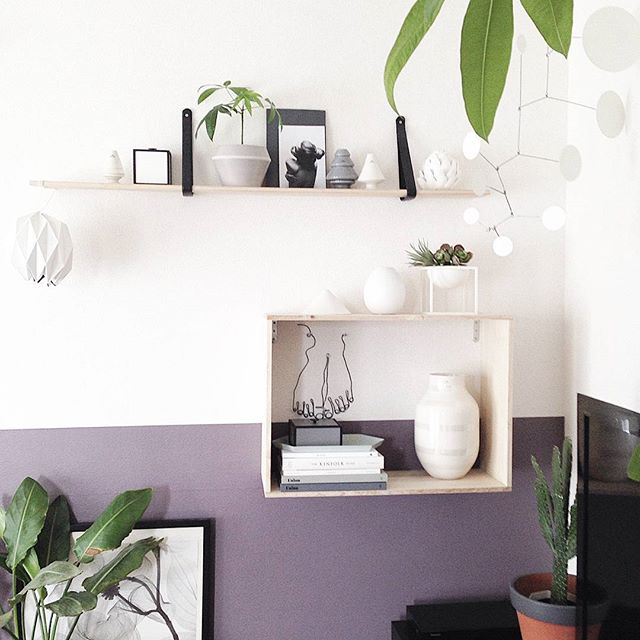 壁紙をアクセントにするおしゃれな飾り棚