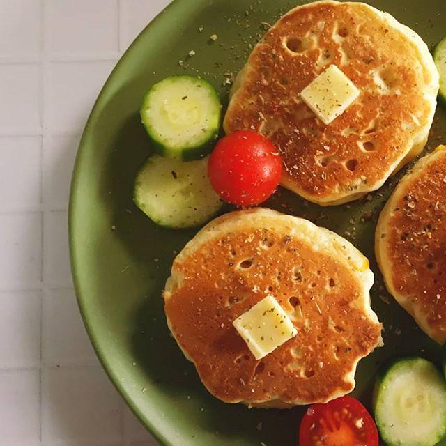 野菜を添えてバランス◎朝ごはんホットケーキ