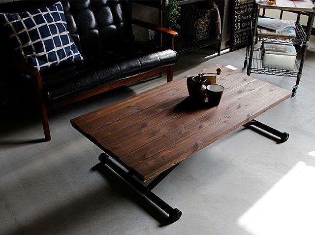 置かない代わりに可動式テーブルをレイアウト