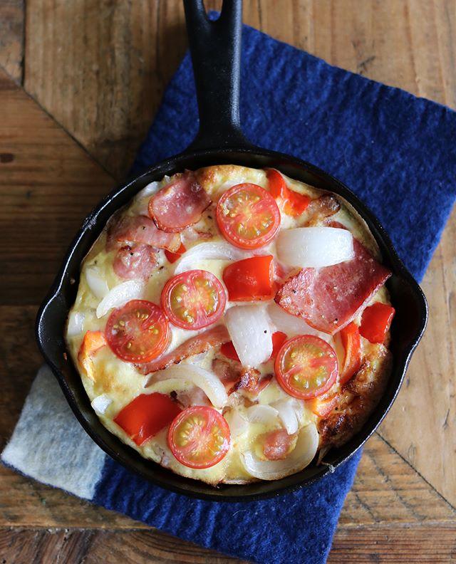ミニトマトたっぷり!スキレットオムレツ