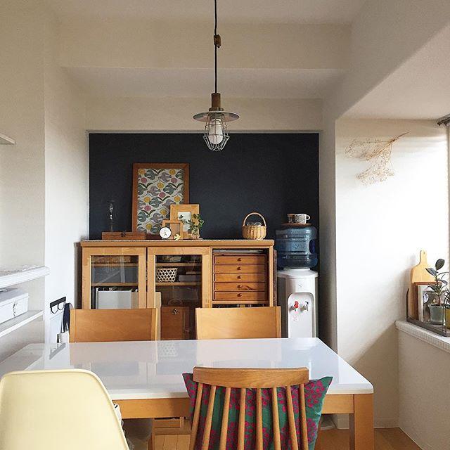お部屋に統一感をもたらす紺の壁の色