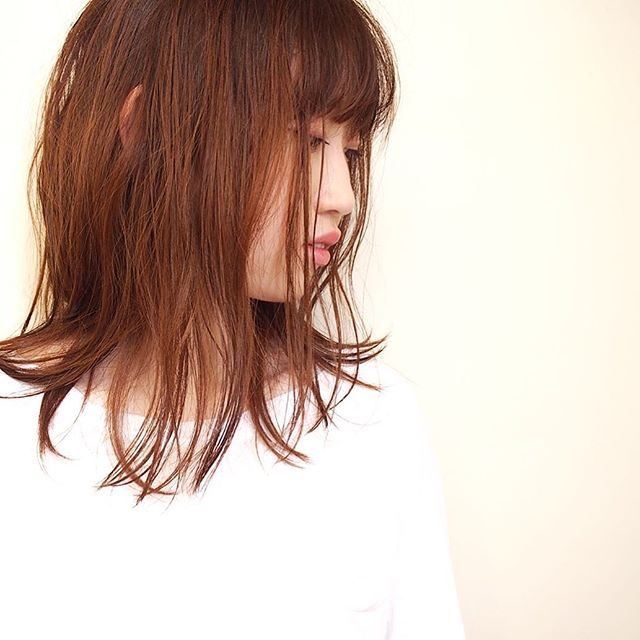 ミディアム×ストレート×ぱっつん前髪