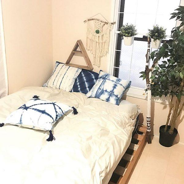 植物で囲んでベッドを配置する