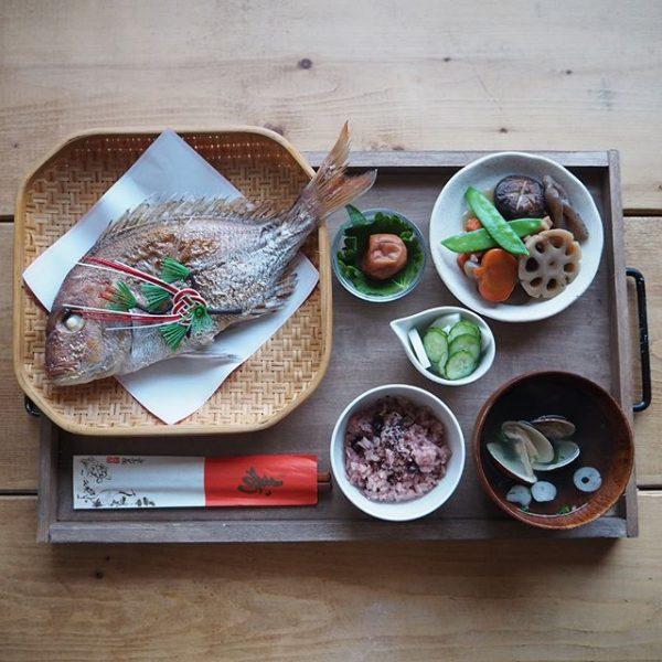 お七夜の定番料理!鯛の丸焼き