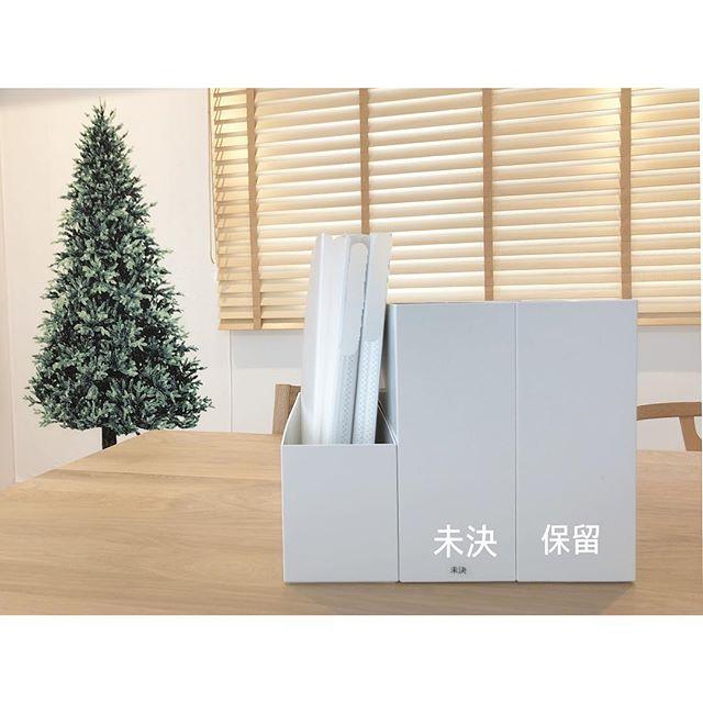 机や床に物を置かない収納アイデア