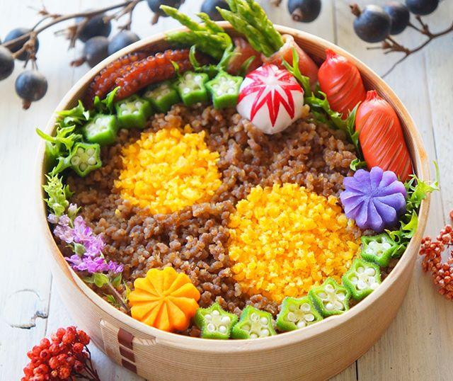 お花畑で可愛い♪そぼろご飯のお弁当