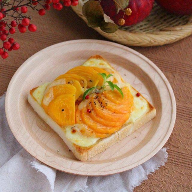 アレンジレシピに!柿とチーズのトースト