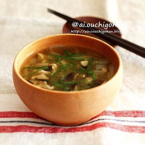 ステーキ肉に合う椎茸ととろろ昆布の味噌汁