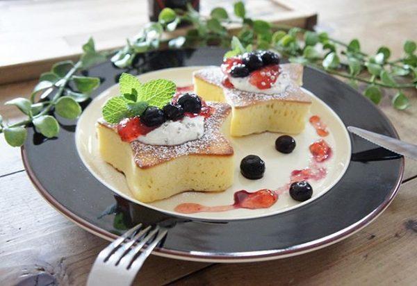 朝ごはんの献立♪星型のフルーツホットケーキ