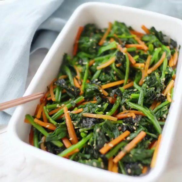 時短レシピ。ほうれん草と人参の韓国海苔ナムル