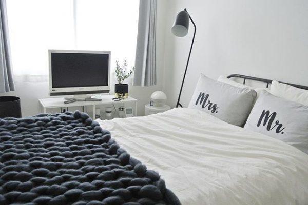 テレビの見やすい位置にベッドを配置する
