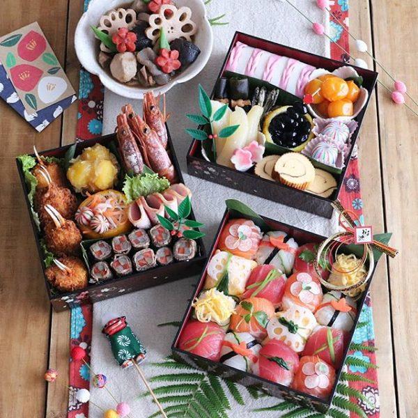 華やかなおせちに♪手まり寿司入りのお重