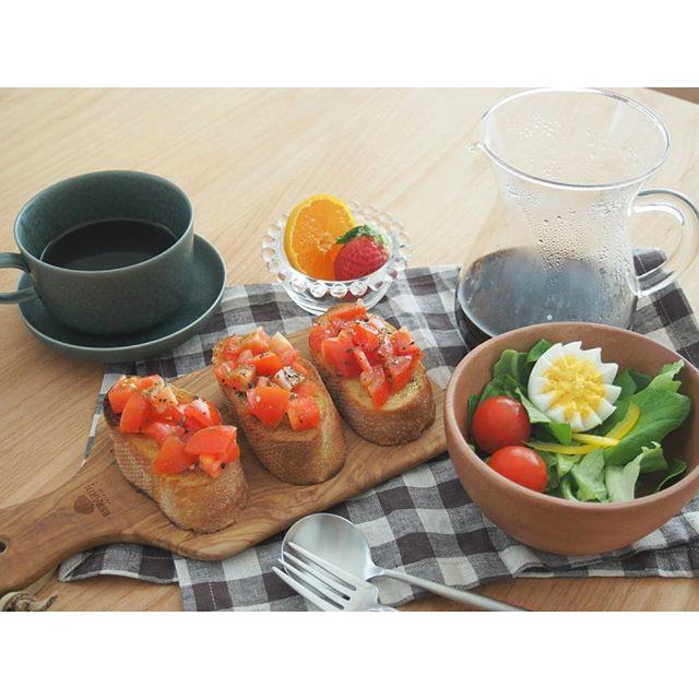 木製ボードで西洋のおしゃれな朝食風