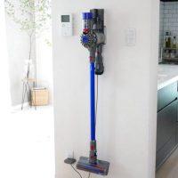 毎日のお掃除がスムーズに♪浮かせて収納できる「掃除機壁付けホルダー」