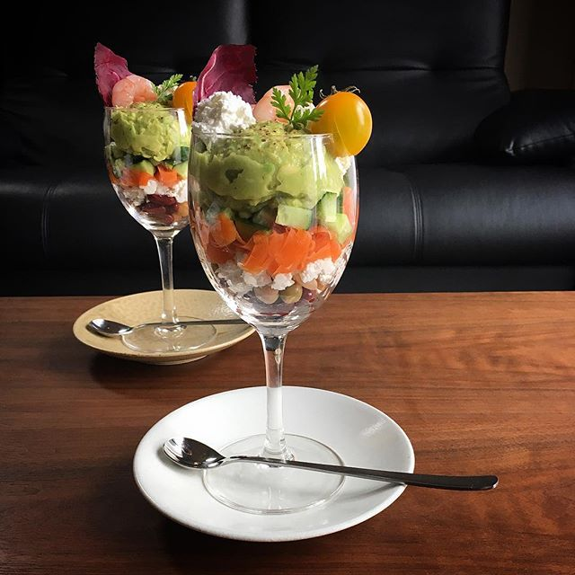 家飲みのおもてなしに!パフェ風サラダ