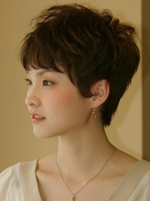 立体感のある長め前髪×ベリーショート