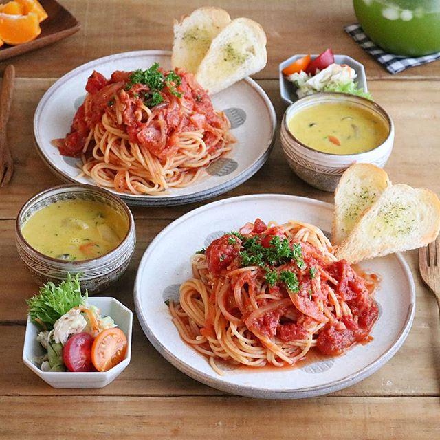 簡単な味付けに!ツナとトマトのパスタ