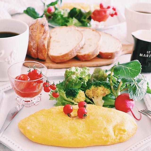 洋風のメイン料理!キノコとトマト入りオムレツ