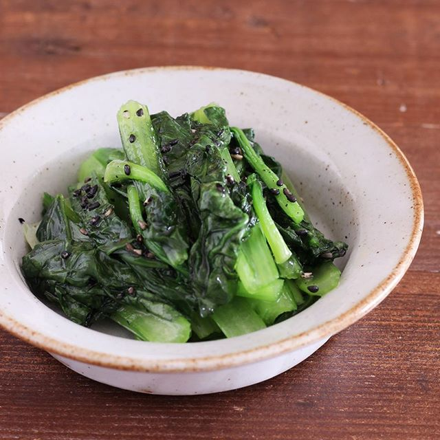 夕飯の献立に!小松菜の黒ごま塩ナムル