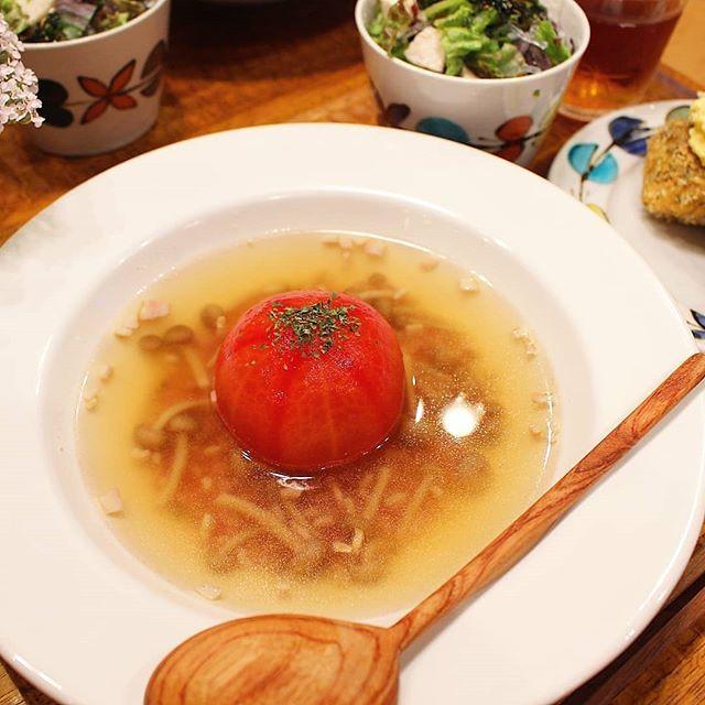 インパクト大!丸ごとトマトのオニオンスープ