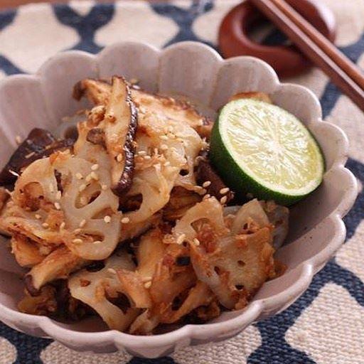 人気レシピ!きのことレンコンのおかかマヨ炒め